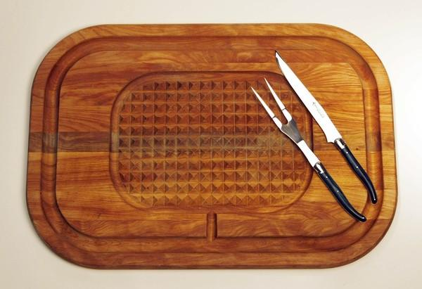 "A carving set, including cutting board and knife and fork.<br> <br> <b>RELATED:</b><br> <br> <a href=""http://www.latimes.com/features/food/la-fo-holiday-baking-sg,0,6966673.storygallery"">Holiday recipes from the L.A. Times Test Kitchen</a><br> <br> <a href=""http://www.latimes.com/features/food/la-fo-gifts2-2009dec02,0,2622569.story"">Get crafty this holiday season</a><br> <br> <a href=""http://www.latimes.com/features/food/la-fo-calcook2-2009dec02,0,3742482.story"">Suggestions for the cook on your Christmas list</a><br> <br> <a href=""http://www.latimes.com/features/food/la-fo-sherrygift2-2009dec02,0,5016531.story"">Get inspired by Times Restaurant Critic S. Irene Virbila</a>"