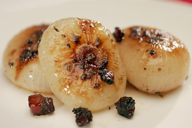 "<a href=""http://www.latimes.com/theguide/holiday-guide/food/la-fo-onions,0,2711544.story"" target=""_blank"">Glazed cipollini onions with pancetta, balsamic and rosemary. Click here for the recipe.</a><br> <br> <b>RELATED</b><br> <br> <a href=""http://www.latimes.com/features/food/thanksgiving/"">More holiday recipes from the L.A. Times Test Kitchen</a>"