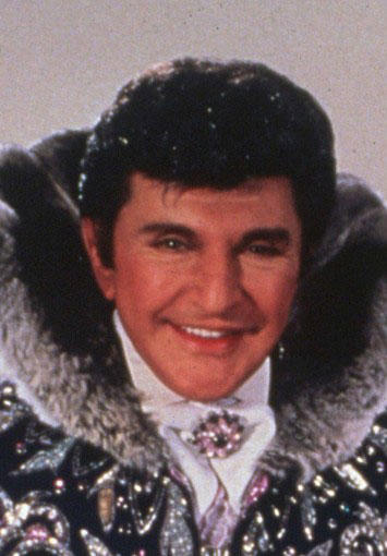 "During ""Oprah's"" first season, the beloved performer known for his flamboyant outfits and stage presence performed a Christmas medley in what was to be his last television appearance. Liberace died six weeks later.<br> <br> <i>Photo: Liberace, circa 1985-86.</i>"