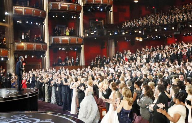 "Ang Lee accepts the best director Oscar for ""Life of Pi."" ¿Thank you, movie god,¿ he said."