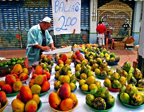 One of the secrets to shopping at the Vila Madalena market in São Paulo is to wait until vendors are packing up their wares. Prices fall by sometimes more than half during the last hour the market is open, as vendors would rather sell at a discount than be stuck with perishable inventory.