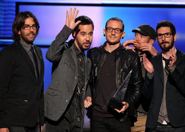 Rob Bourdon, Mike Shinoda, Chester Bennington, Dave Farrell and Brad Delson Won of Linkin Park accept the band's fifth American Music Award for alternative rock artist.