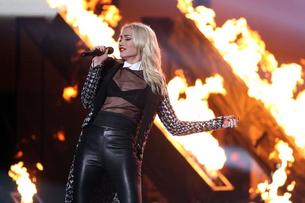 "Gwen Stefani of No Doubt performs ""Looking Hot."""
