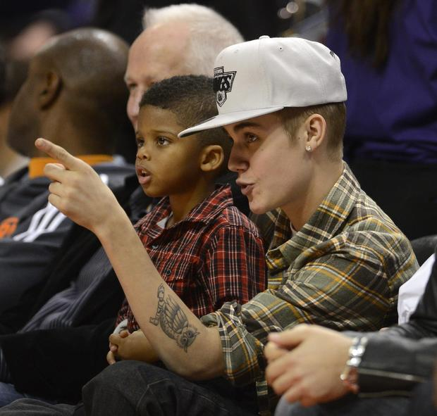 Justin Bieber sits with Chris Paul II as the Clippers rout the Celtics, 106-77.