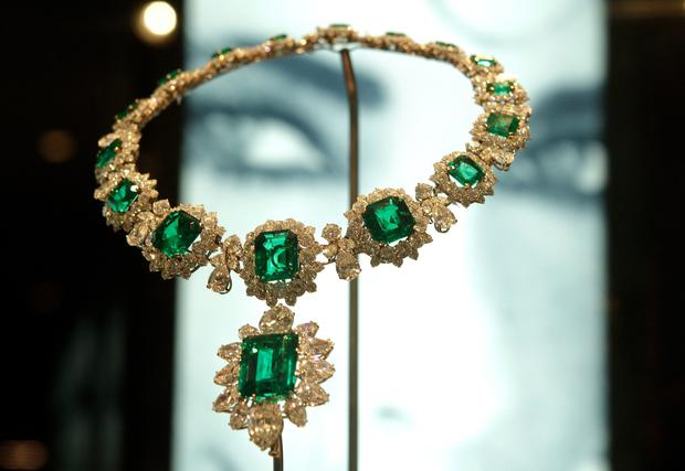 A necklace in platinum and emeralds was a wedding gift from Richard Burton in 1964.