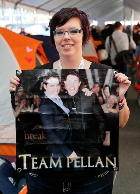 """Twilight"" fan Elizabeth Dhaenens proudly displays her Team Pellan poster."