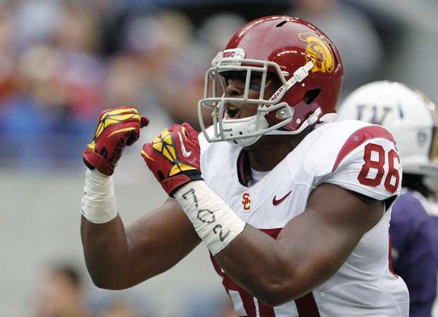 USC tight end Xavier Grimble celebrates after scoring against Washington in the first half Saturday.