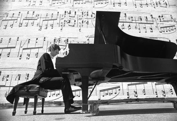 Van Cliburn plays in Minneapolis in 1977. He kept up a frenetic schedule of more than 100 concerts a year for two decades, until retiring from the performance circuit in 1978. In the mid-1990s he embarked on a long-anticipated comeback tour that drew poor reviews.