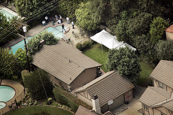 Los Angeles County sheriff's deputies searched the backyard and pool of a San Marino home in 2008. Bones found in 1994 were later identified as the skeletal remains of Jonathan Sohus. His wife, Linda, has not been found.