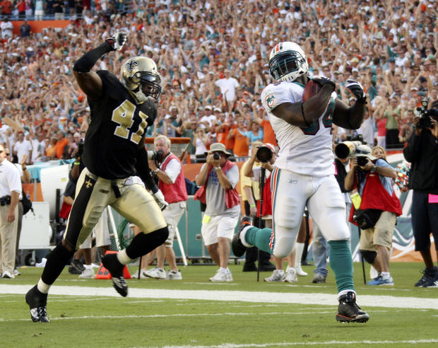 New Orleans Saints safety Roman Harper (41) is unable to catch Miami Dolphins running back Ricky Williams