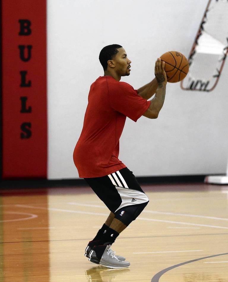 b8dbb743842d Photos  Bulls  first training camp practice -- Chicago Tribune