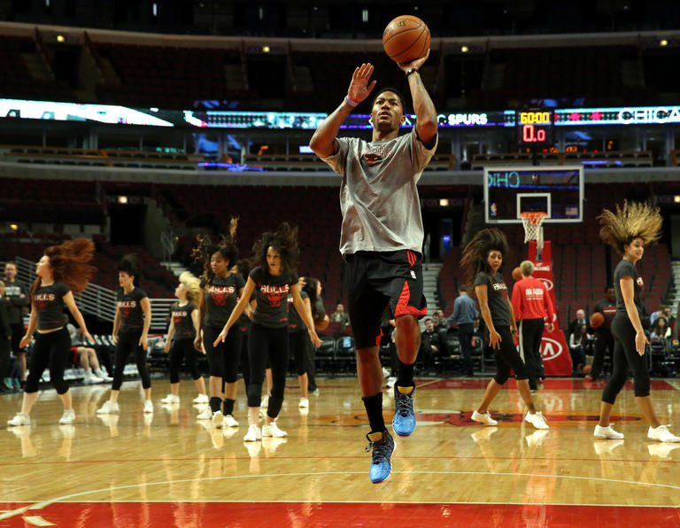 Injured Bulls point guard Derrick Rose warms up before a game against the  Spurs. a7845c698