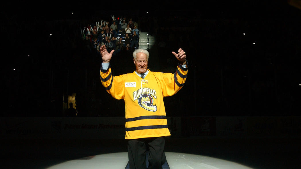 how long did gordie howe play hockey
