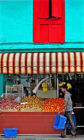 Finding good street food in Delhi, India
