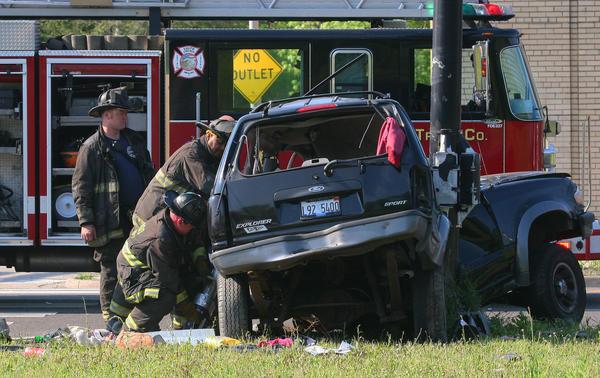 1 Dead, 2 Injured In Jeffery Manor Car Crash