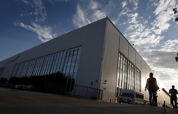 The huge SpaceX warehouse on the corner of Crenshaw and Rocket Road, just south of Hawthorne Airport, looks much as it did when it was a Northrop Grumman plant.(Luis Sinco / Los Angeles Times)