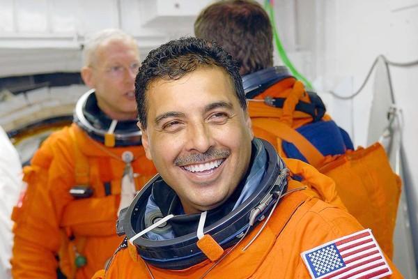 father jose hernandez astronaut - photo #26