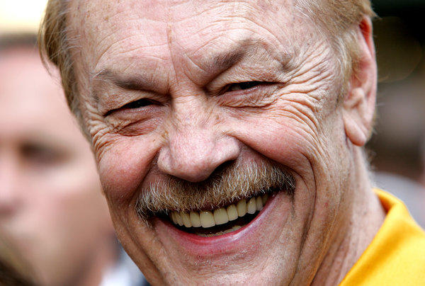 Jerry Buss was all smiles while receiving his star on the Hollywood Walk of  Fame. 82a7e1207