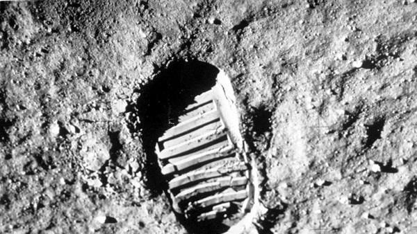 hoax moon landing footprint - photo #39