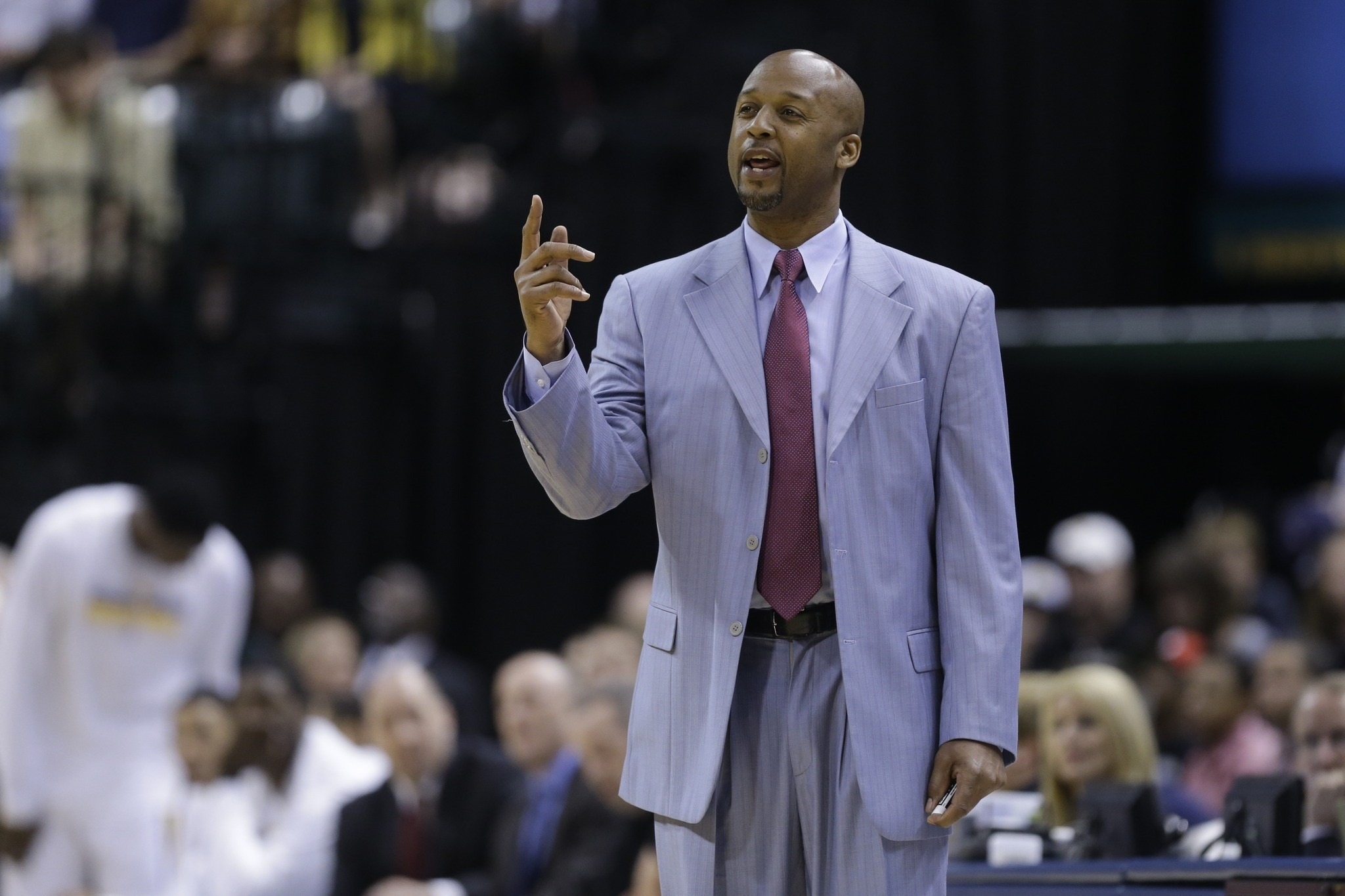 Ex-Laker Brian Shaw agrees to be Nuggets' coach - LA Times
