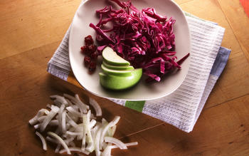 Scandinavian-style red cabbage with apple