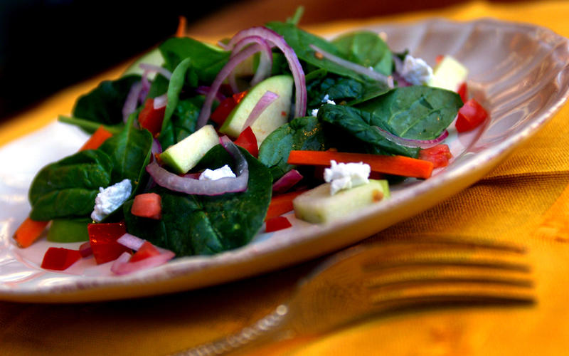 Apple and Spinach Salad (Ensalada de Manzana y Espinaca)