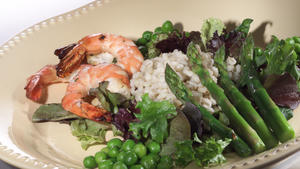 Balsamic shrimp and asparagus salad