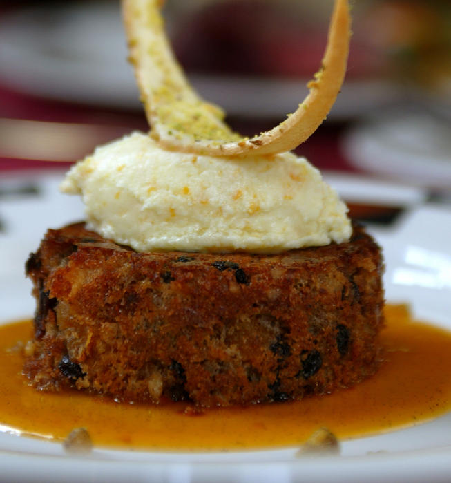 The Bracebridge Dinner At The Ahwahnee A Christmas: Recipe: Plum Pudding With Ahwahnee Apricot Sauce