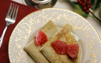 Crepes filled with grapefruit cream