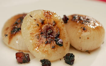 Glazed cipollini with pancetta