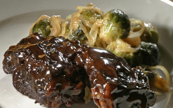 Glazed short ribs with mustard-Cognac sauce