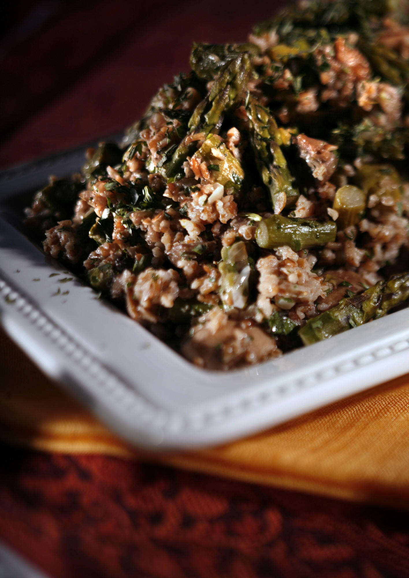 Bulgur pilaf with asparagus, mushrooms and tarragon