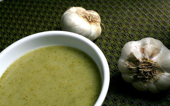 Broccoli and roasted garlic soup