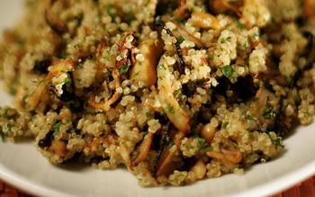 Quinoa salad with shiitakes, fennel and cashews