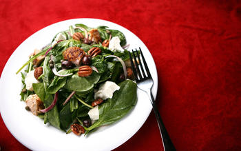 Mixed greens with chicken, goat cheese and pecans