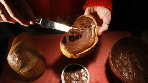 Hazelnut-chocolate spread (homemade Nutella)