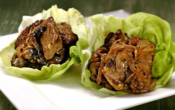 Philly cheesesteak lettuce cups