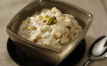 Chilled banana and pistachio rice pudding