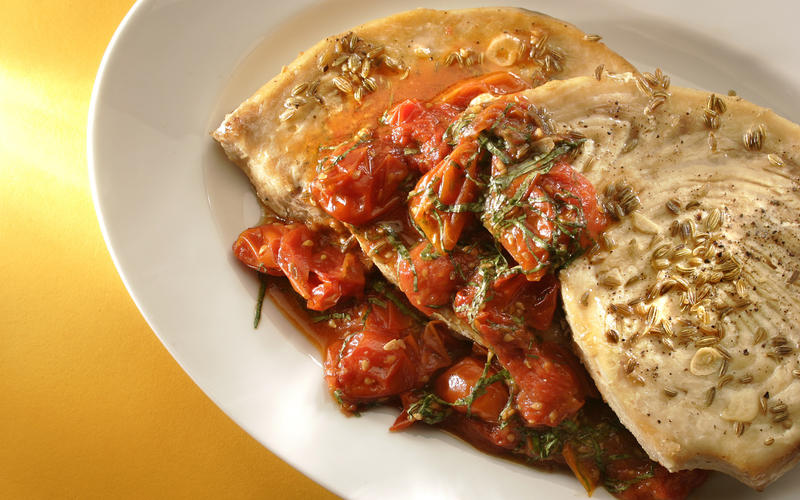 Swordfish with tomatoes and fennel