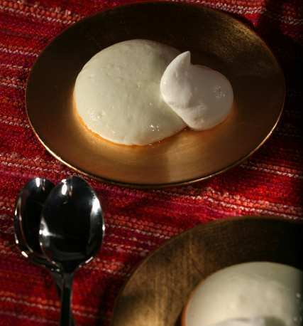 Muhallebi (ground rice pudding)