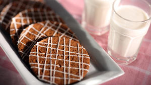 Milk's molasses cookies
