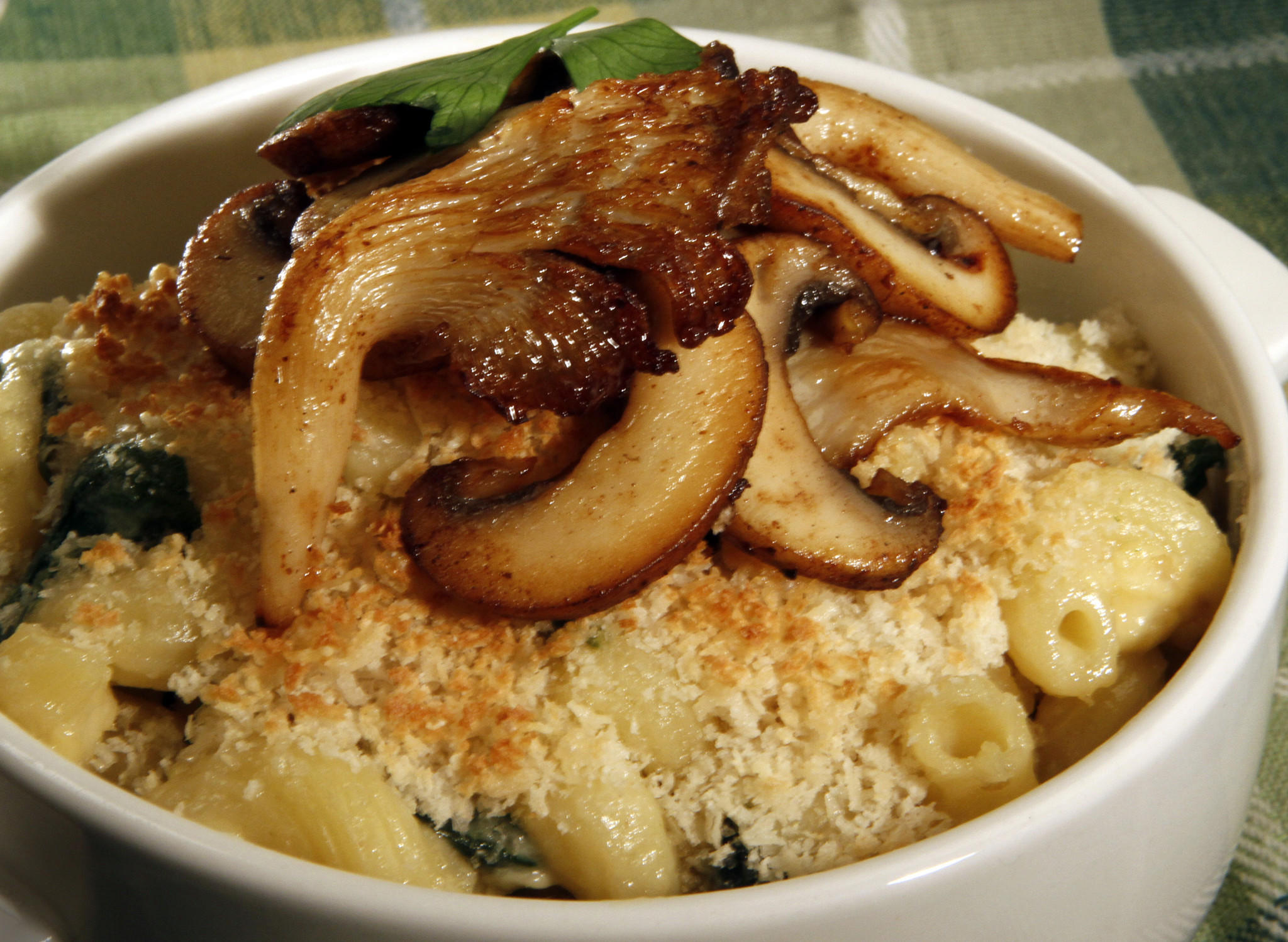 Cheesy spinach mac