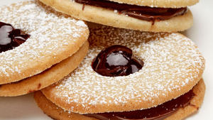 Chocolate raspberry linzer cookies