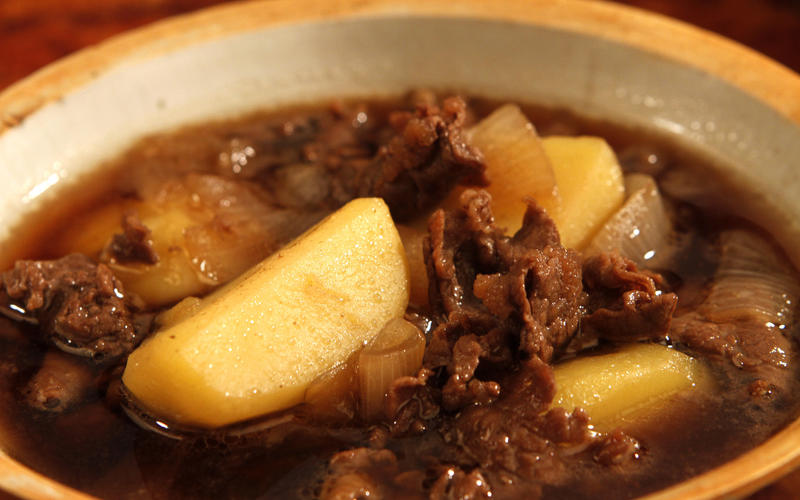 Nikujaga (braised sukiyaki-style beef with potatoes and onions)