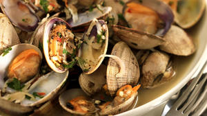 Hudson's steamed Manila clams