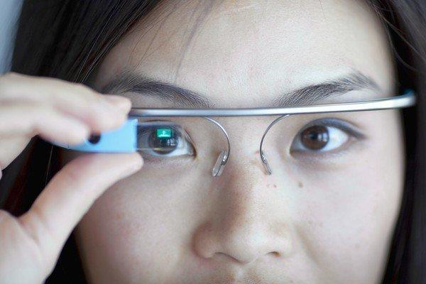 c028a35ad81 Google Glass sees all and that s a worry - latimes