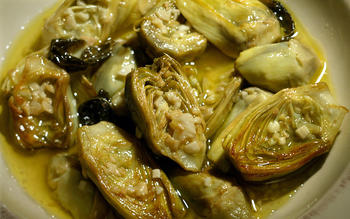 Carciofi alla romana (artichokes with garlic and mint)