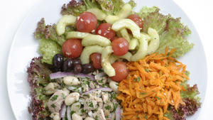 Composed salad with tuna and cannellini beans