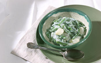 Creamed green beans and onions