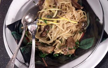 Linguine With Mushrooms, Garlic and Lemon